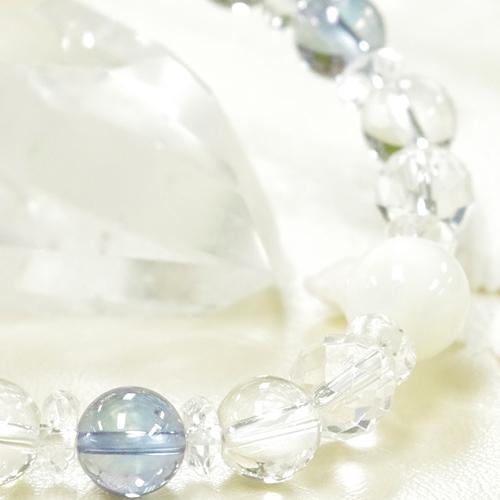 マザーオブパールとアクアオーラと水晶のブレスレット
