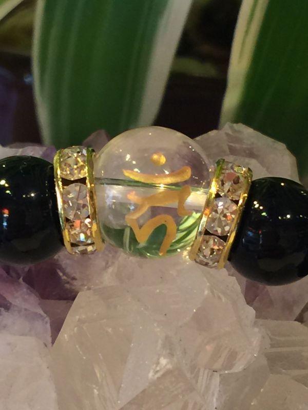 画像2: クリスタルクォーツ(水晶・梵字カーン)×オニキスのブレスレット【浄化・厄除け・魔除け・酉(とり)年生まれの守護尊】