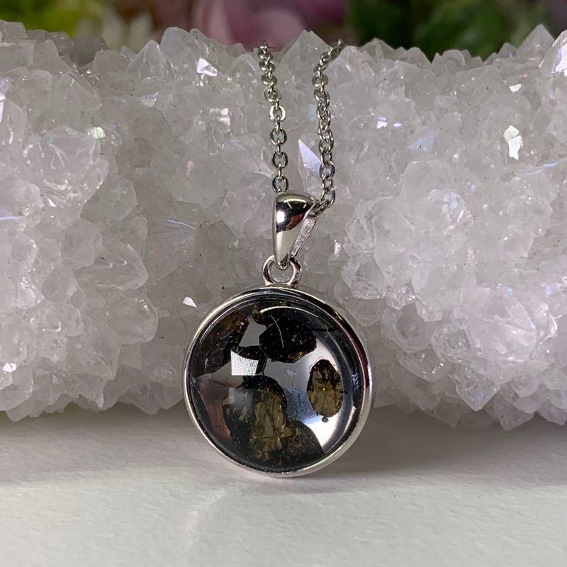 画像1: 隕石・パラサイト・ペリドット含有 心身を浄化し・強い精神力が宿る 天然石 (1)