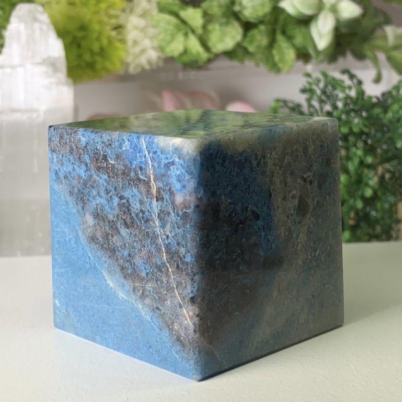 画像1: ラズライト・ヘキサヒドロンー四角形(正六面体)  直感や洞察力を高める 天然石 (1)