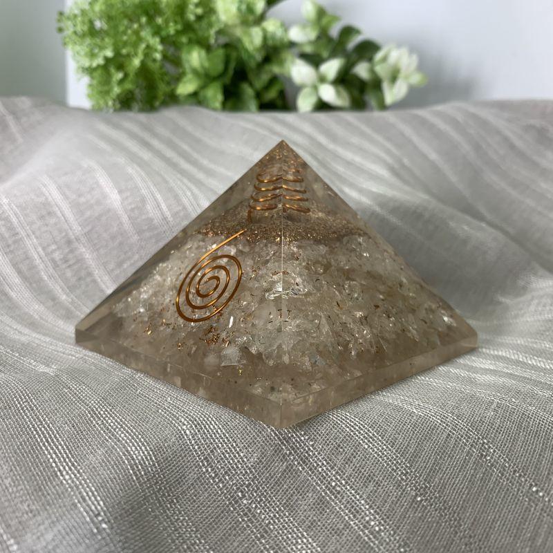 画像1: ピラミッド型・オルゴナイト・水晶入り 浄化・生命力の活性化・細胞の再生力 天然石 (1)