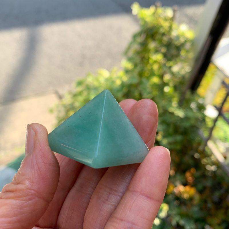 画像1: ピラミッド型・アベンチュリン ネガティブな感情や思考の解消・洞察力高める 天然石 (1)