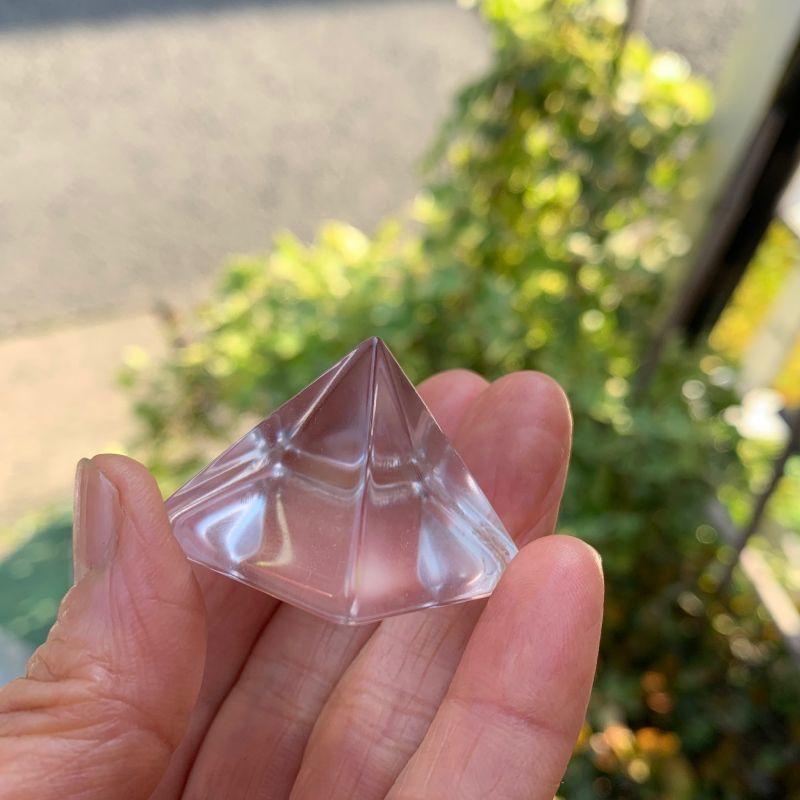 画像1: ピラミッド型・水晶 浄化・生命力の活性化・細胞の再生力・免疫力を高める 天然石 (1)