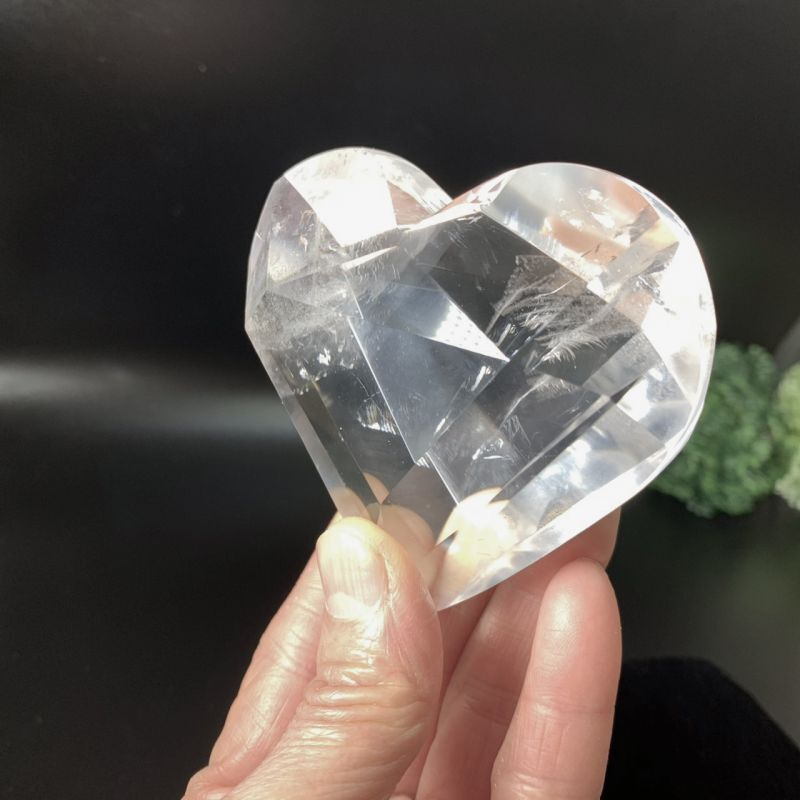 画像1: 超透明!天然水晶・ハートカット型 虹入り ブラジル産 天然石・高品質・一点物 (1)