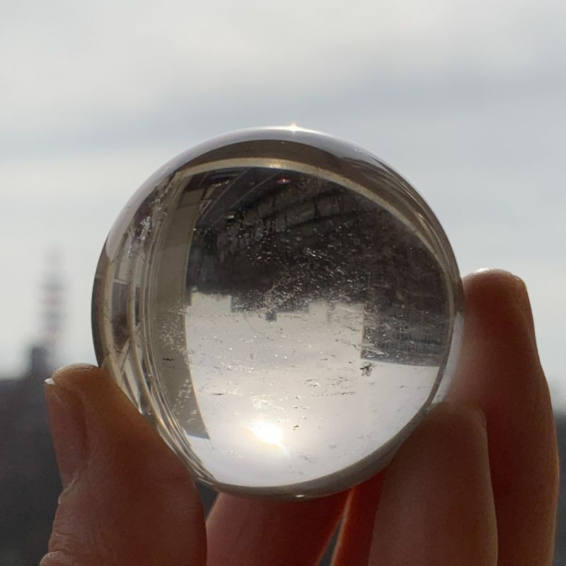 画像1: ヒマラヤ水晶 球体一スフィア 虹入り ヒマラヤ産 天然石・高品質・一点物 (1)